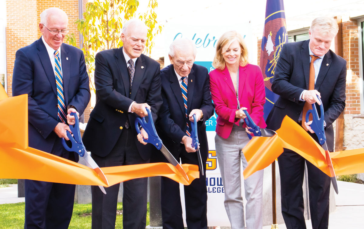 Snow Dedicates Science Building